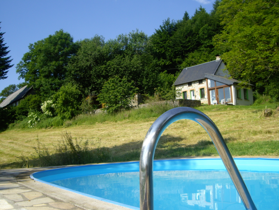 Dit vakantiehuis ligt op een fantastische locatie, met een prachtig uitzicht over de bergen. het landgoed van ...