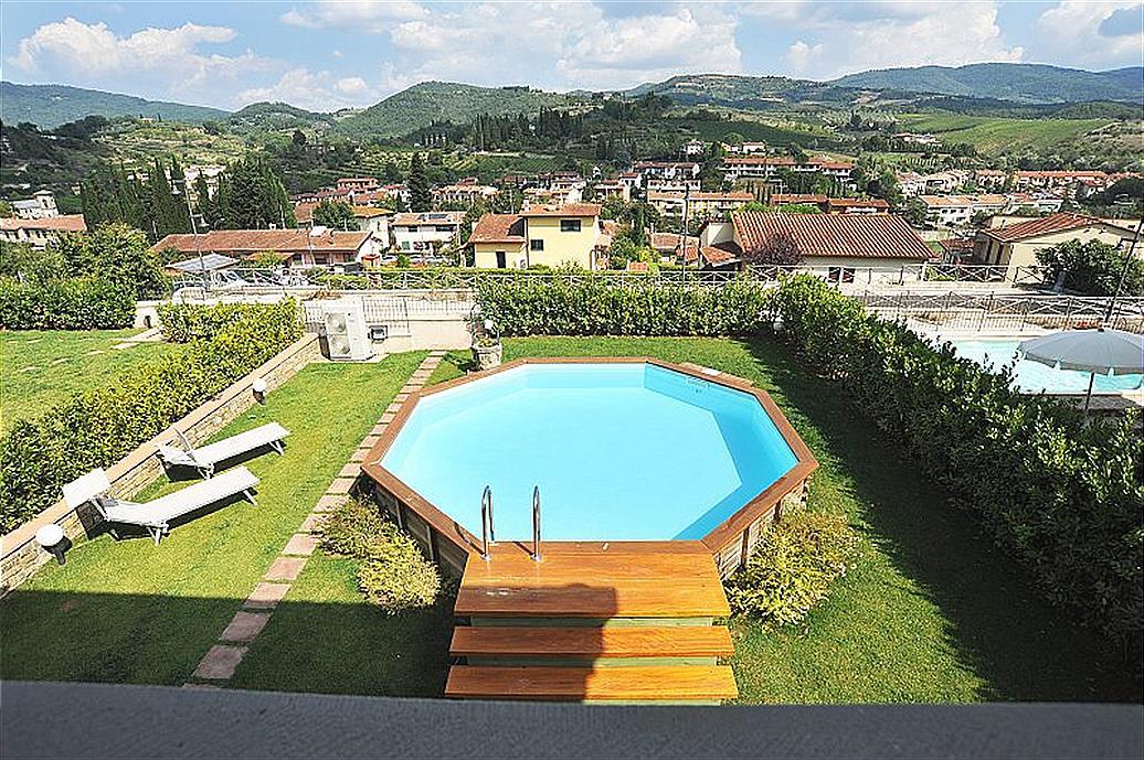 Deze schitterende villa, met privé zwembad ligt midden in de heerlijke chianti streek. chianti is een ...
