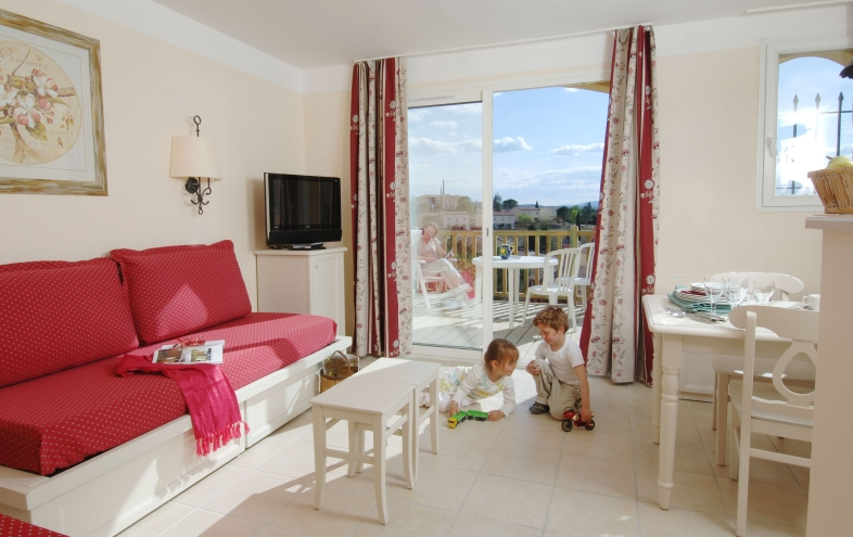 Le Rouret 2/3p 6/7pers Sel for 7 guests in Grospierres, France