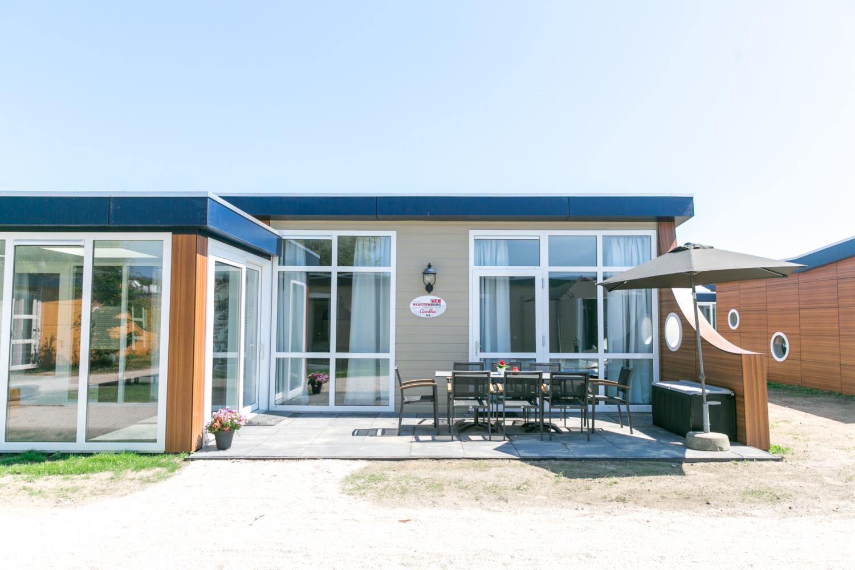 Vakantiepark 14p Luxe bungalow met serre 's-Gravenzande 1