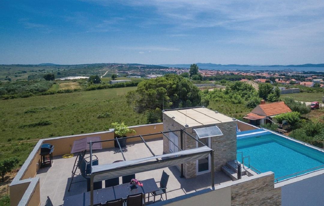 Villa Panorama roofed pool 12 guests