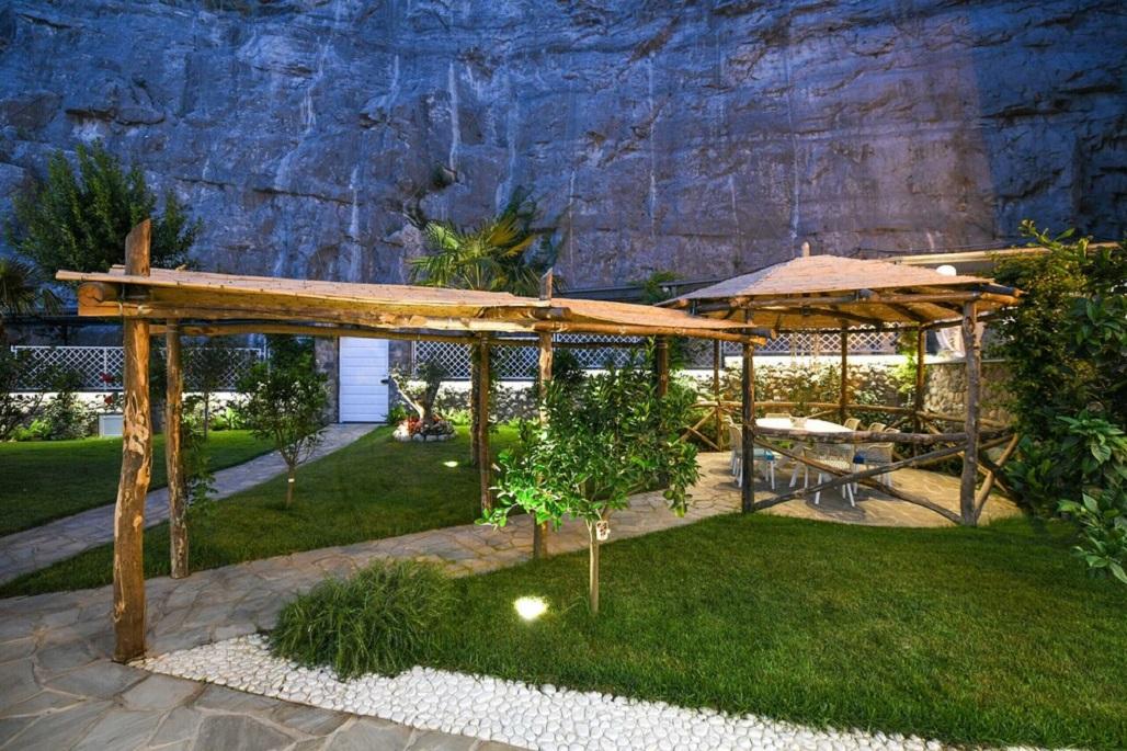 Villa del Mare with Direct Access to the
