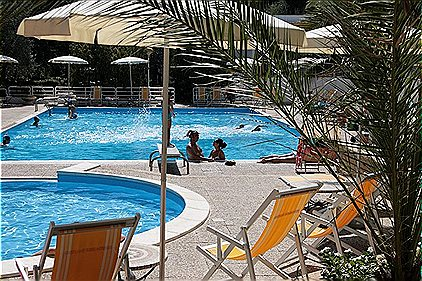 Holiday parks, Trilo 4, BN901902